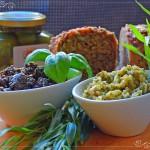 Perfekte Speisebegleiter: Schwarze und grüne Tapenade